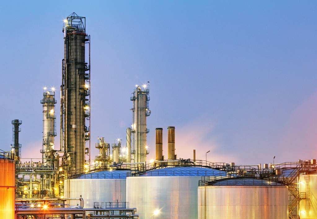 石油化工行业需要配备洗眼器